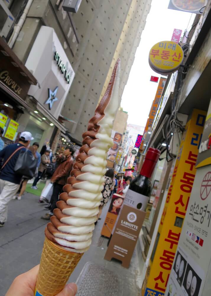 what to eat in seoul - korean soft serve ice cream 32cm high