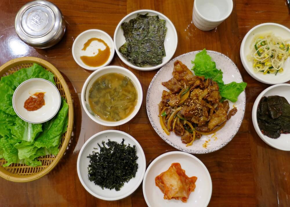what to eat in seoul - spicy korean pork dish and side dishes