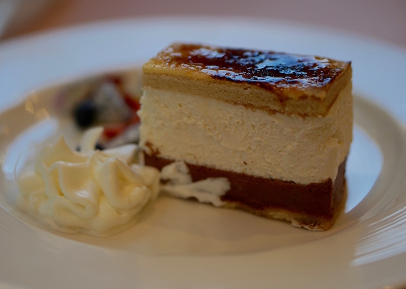 Desserts In Singapore Will Blow Your Mind | Are you looking for tips or a good food guide for Singapore, especially dessert? Click on this post for photos and guides for delicious desserts and snacks that you'll find in Hawker food courts, shops and markets.