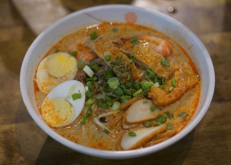 cheap food in singapore - laksa