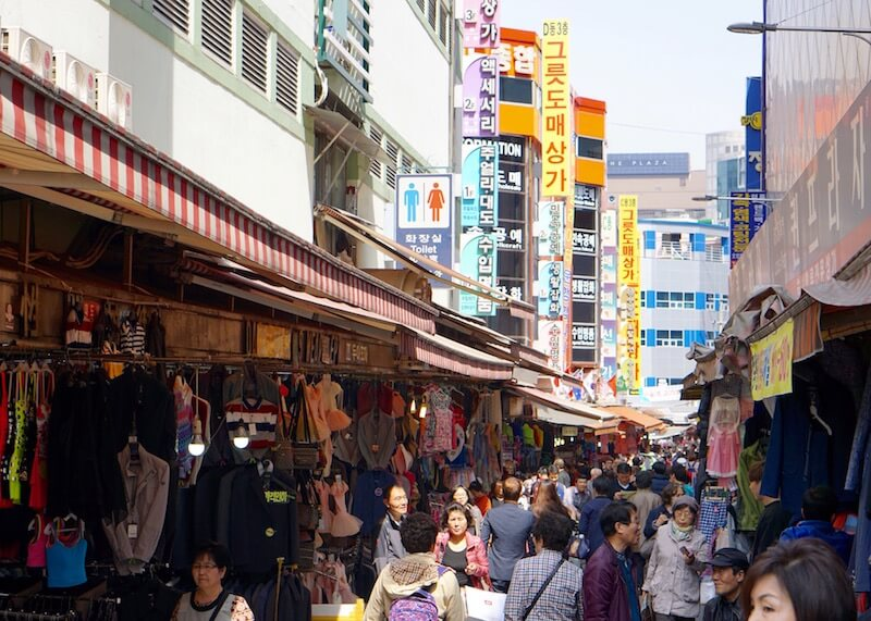 Namdaemun market in Seoul - busy alleys