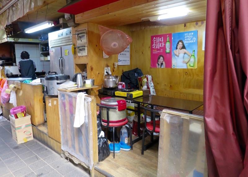 Namdaemun market in Seoul - street food restaurant