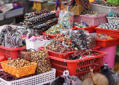 Namdaemun market in Seoul - shopping for bracelets
