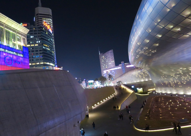 Places To Visit In Seoul - dongdaemun design plaza
