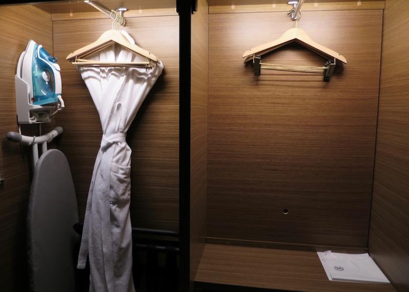sheraton seoul d cube city hotel - hotel room closet