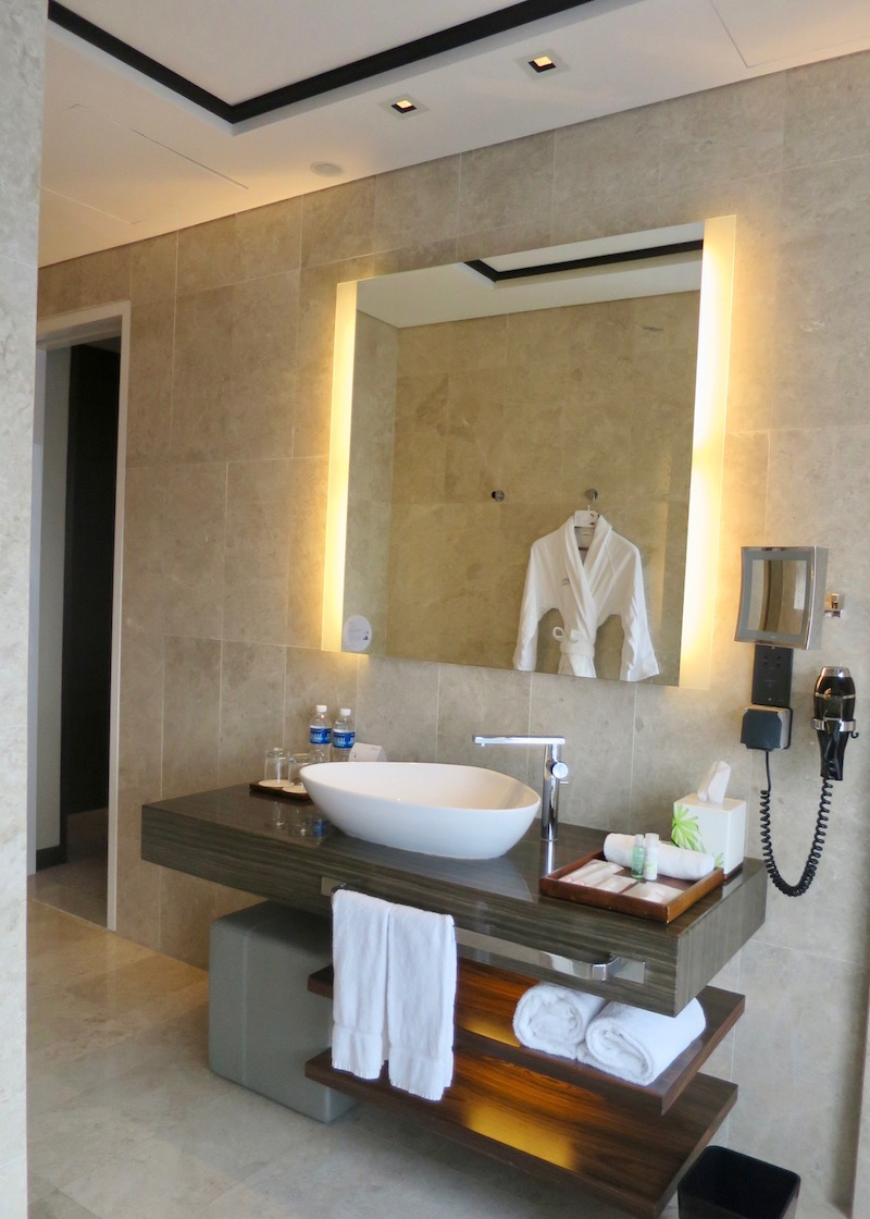 Westin Singapore review - bathroom