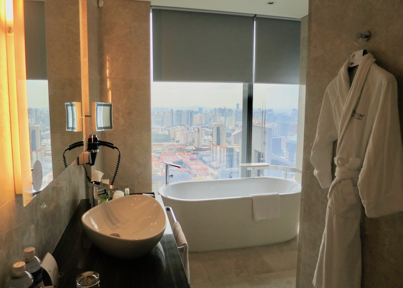 Westin Singapore review - dream bathtub