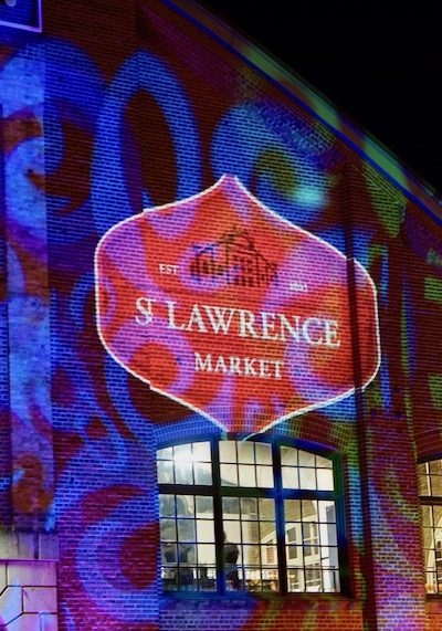Toronto St. Lawrence Market - An Evening At The Market | Are you visiting Toronto and you love food? Make sure to check out the St. Lawrence Market, one of the best public markets in Canada and ranked by National Geographic as one of the best in the world! Click to read more about the types of food you can find at this market