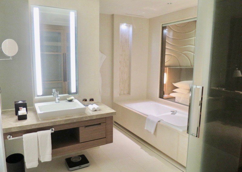 travel to seoul korea - d cube hotel sheraton bathroom