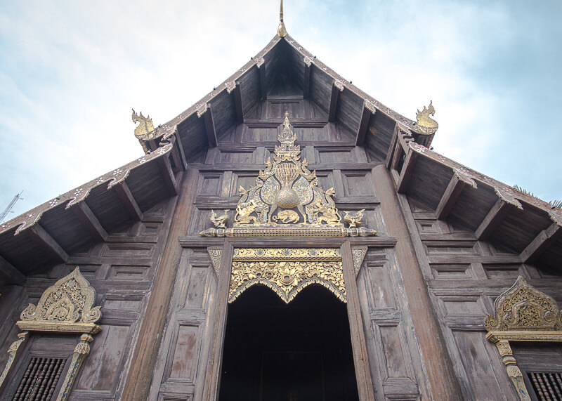 one of the many temples in chiang mai during our modern nomads journey