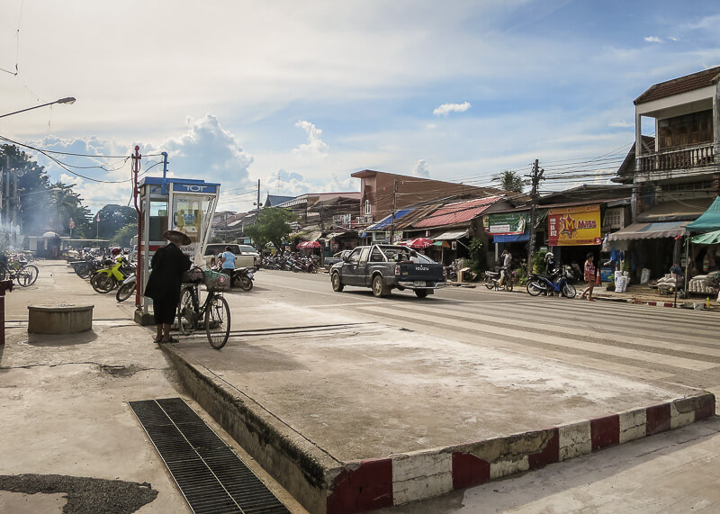 sukhothai street view on our trip from Ayutthaya to Sukhothai