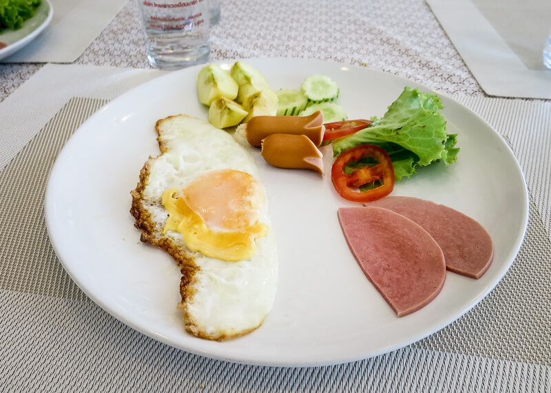 Sukhothai Hotel De'Peal breakfast dish