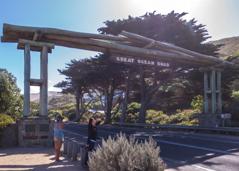 Great ocean road stops - Memorial Arch at Eastern View