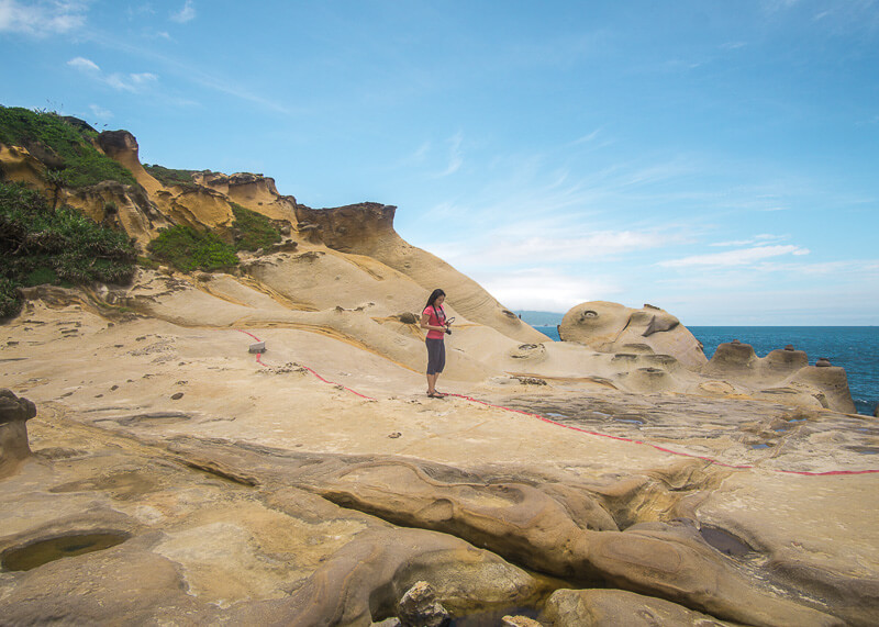 nomad travel - yehliu geopark rocks