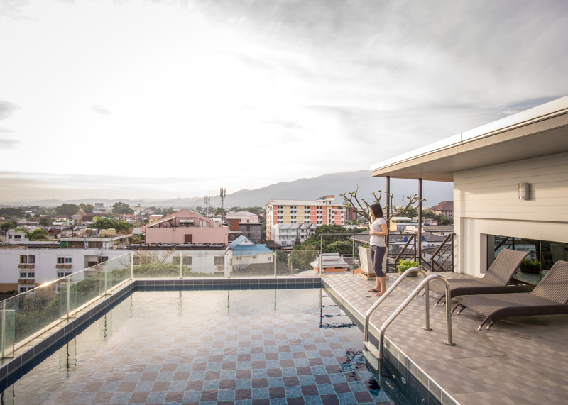 Expat life in chiang mai - rooftop pool apartment