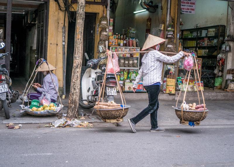 Hanoi trip blog - busy hanoi street vendors