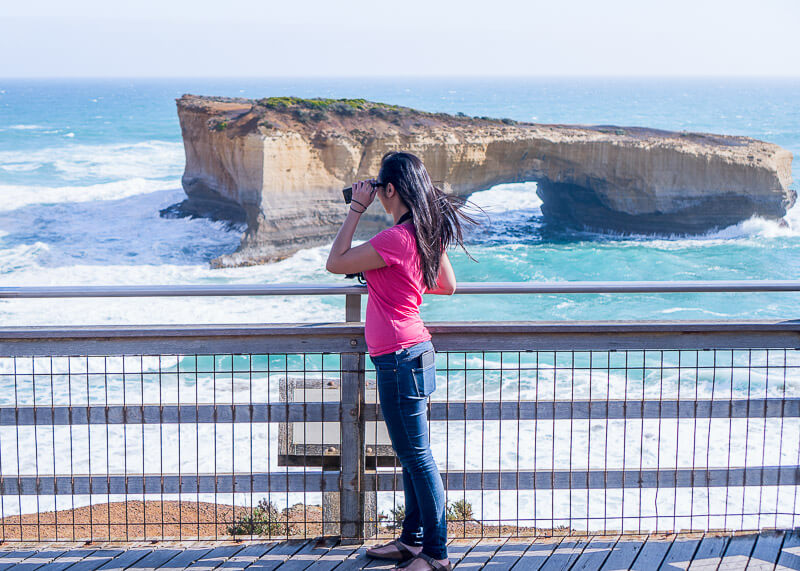 Great Ocean Road Tour From Melbourne - photographing arch