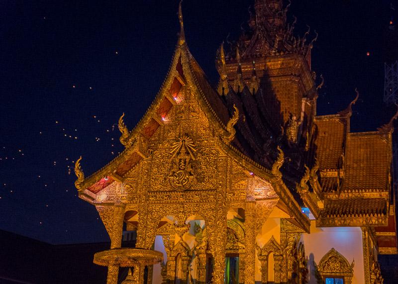 Loy Krathong Chiang Mai lantern festival - Buddhist temple
