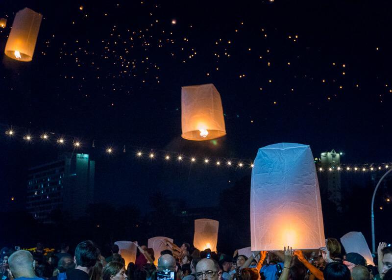 Loy Krathong Chiang Mai lantern festival - lantern release