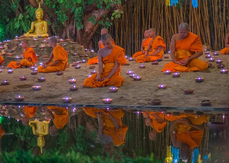 Loy Krathong Chiang Mai lantern festival - monks praying