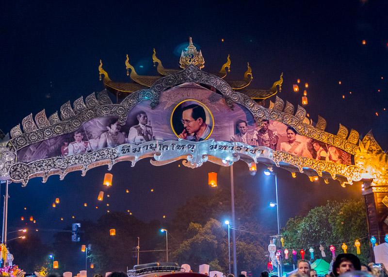Loy Krathong Chiang Mai lantern festival - gate