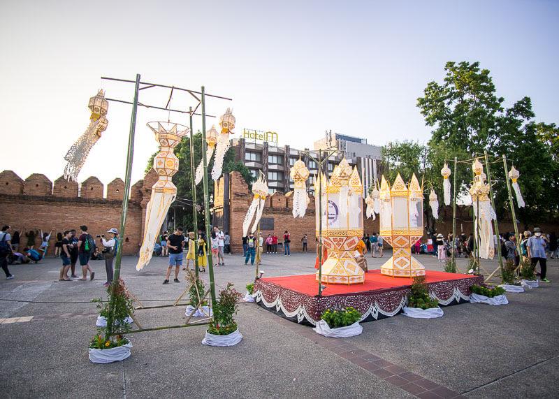 Loy Krathong Chiang Mai lantern festival - Tha Phae gate