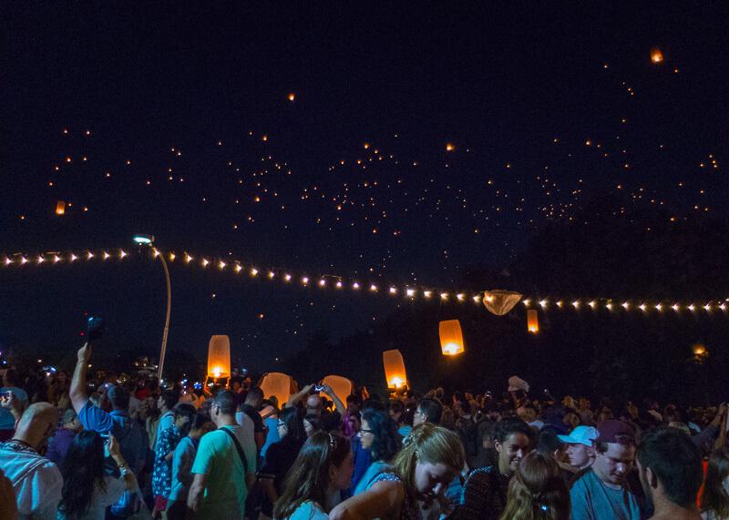 Loy Krathong Chiang Mai lantern festival - crowds