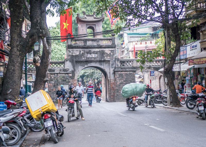 My Moon hotel Hanoi - street entrance