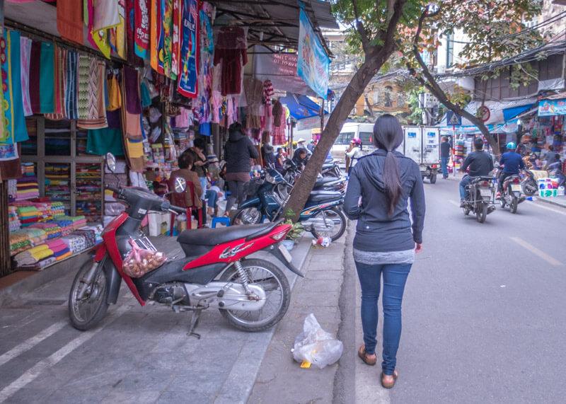 My Moon hotel Hanoi - walking on hanoi streets