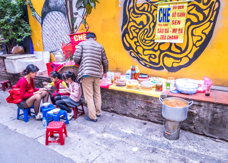 Best Food Hanoi Vietnam - chè food stall