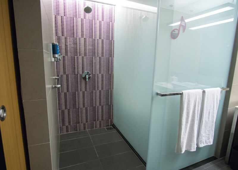 Hotel Aloft KL Sentral - standing shower