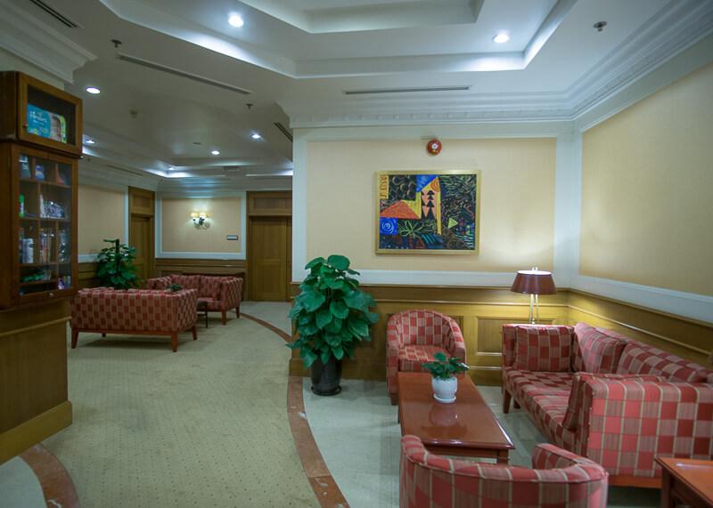 Sheraton hanoi hotel vietnam - library area