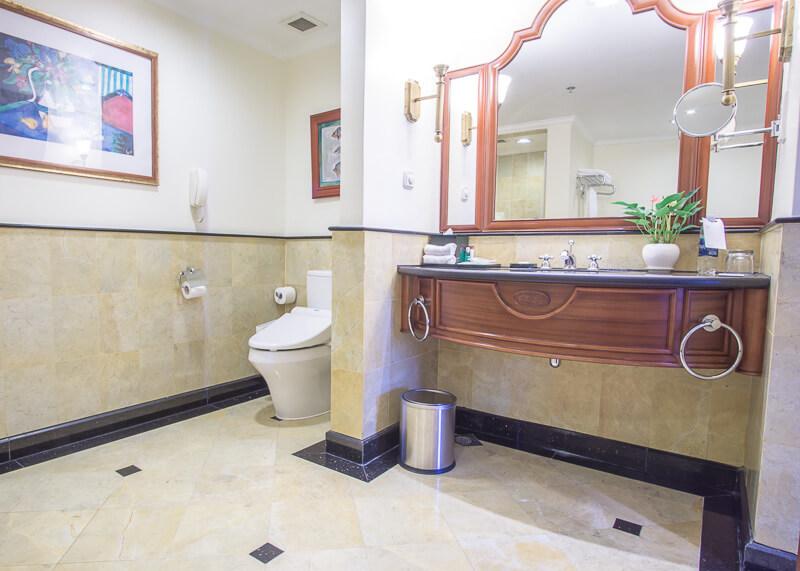 Sheraton hanoi hotel vietnam - Japanese toilet