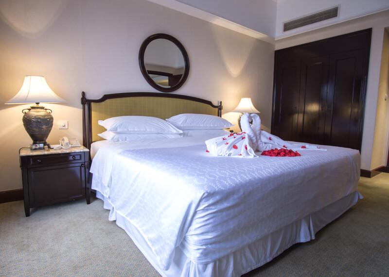 Sheraton hanoi hotel vietnam - Huge comfy bed