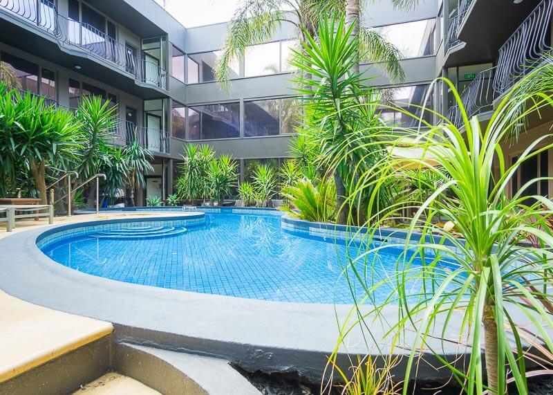 Best Western Plus Travel Inn Hotel Melbourne - swimming pool