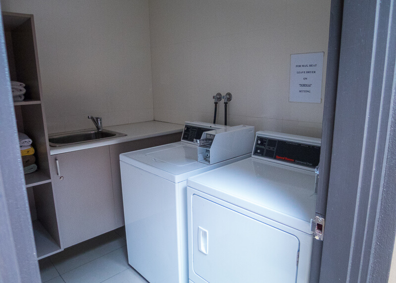 Best Western Plus Travel Inn Hotel Melbourne - laundry room