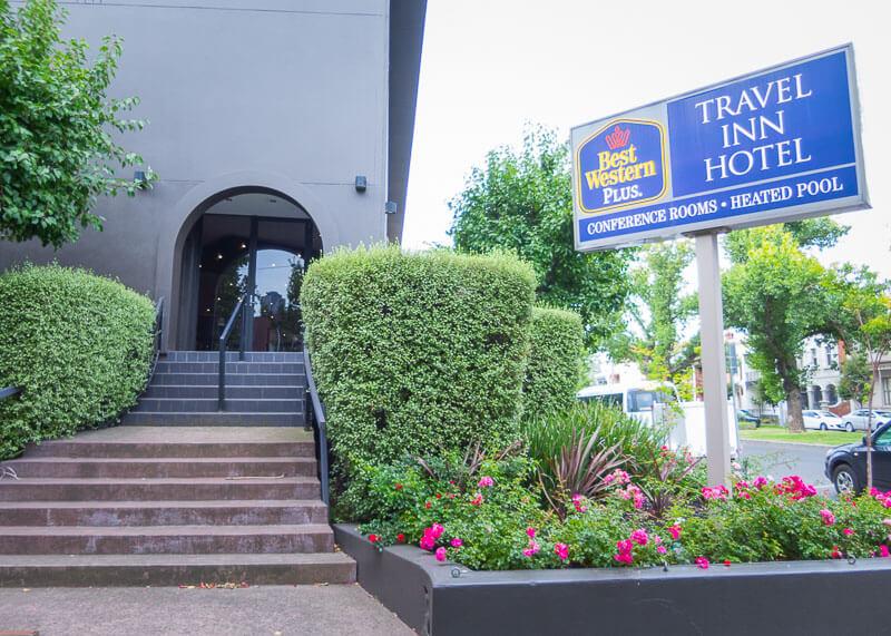 Best Western Plus Travel Inn Hotel Melbourne - side entrance