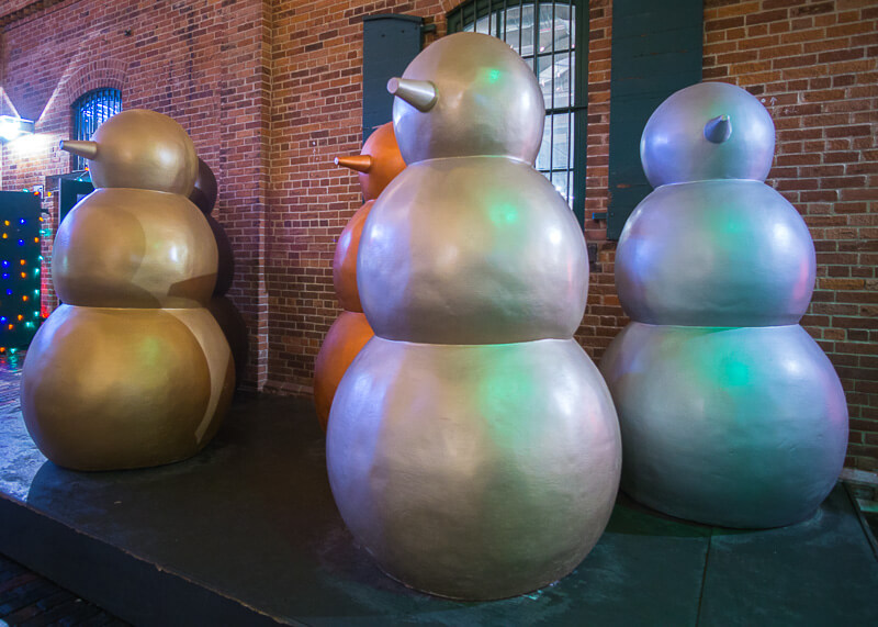 Toronto distillery district Christmas market - Cute snowmen