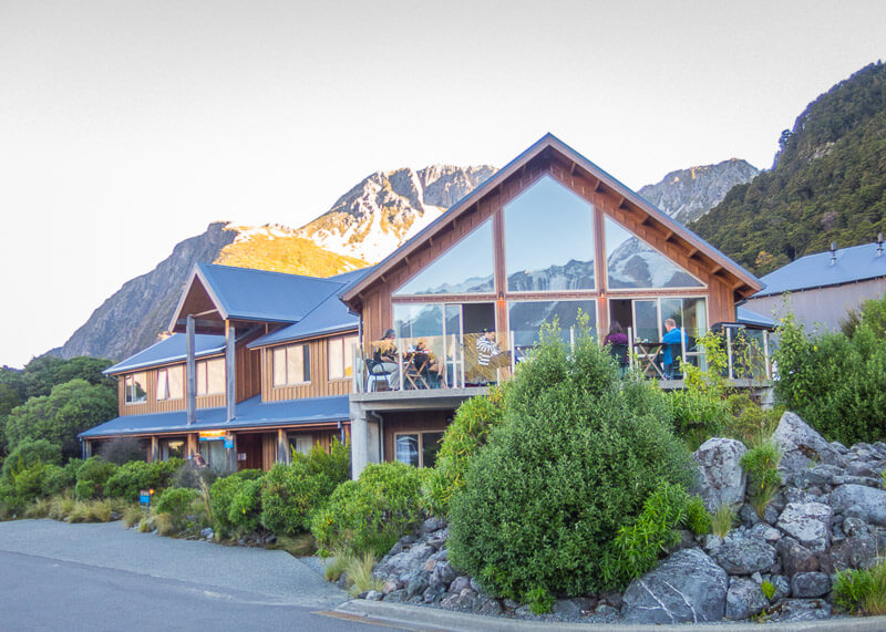 aoraki mount cook alpine lodge - front building