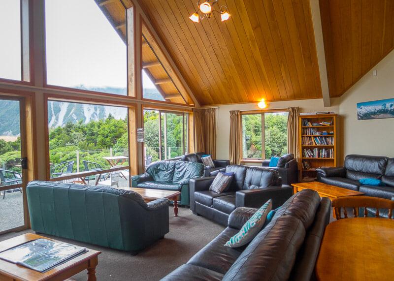 aoraki mount cook alpine lodge - sofa area
