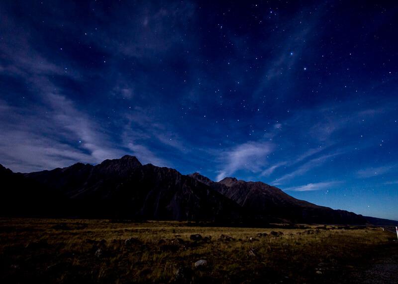 aoraki mount cook alpine lodge - night view
