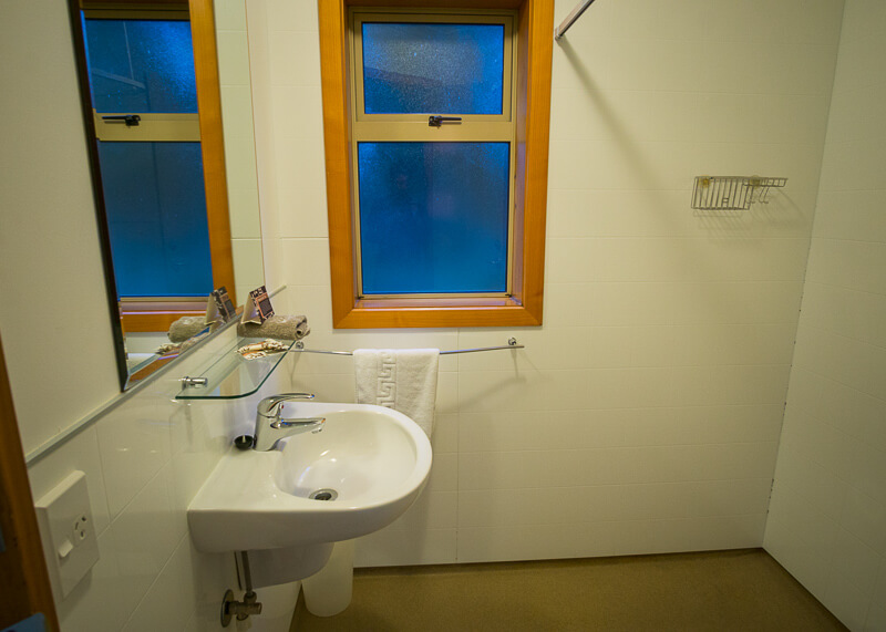 aoraki mount cook alpine lodge - bathroom sink