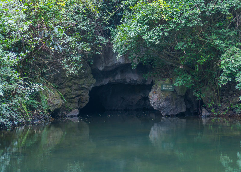 Trang An Grottoes tour - caves entrance