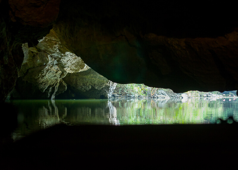 Trang An Grottoes tour - inside the caves