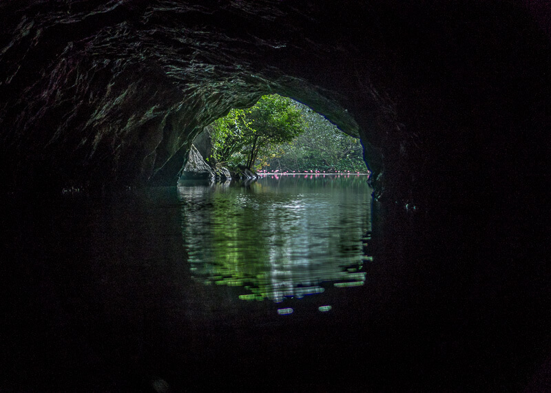 Trang An Grottoes tour - cave exit