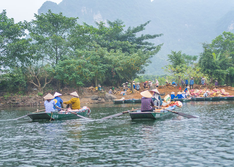 Trang An Grottoes tour - workers on boat
