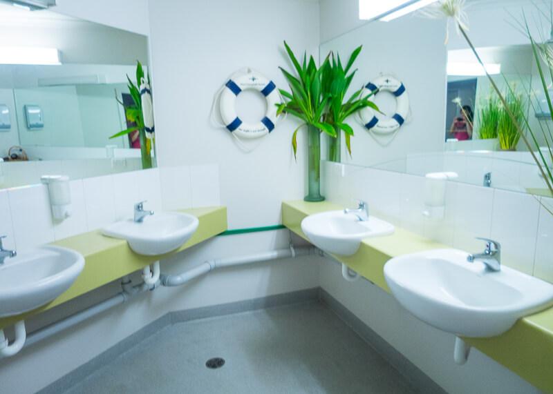 port campbell hostel - bathroom