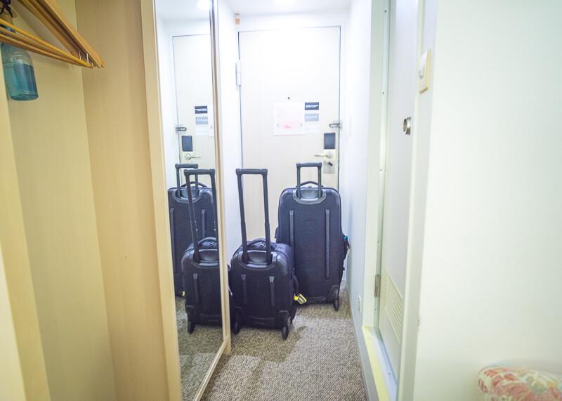 Best Western Tokyo Nishikasai - narrow hallway