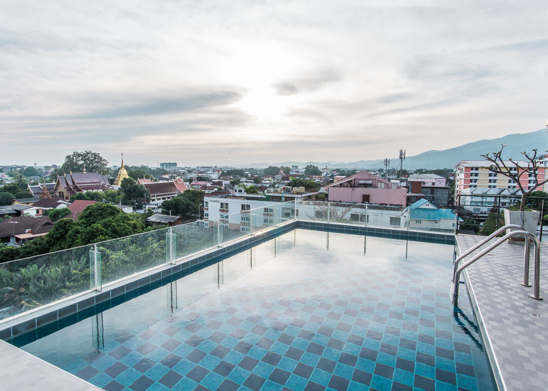 smith suites chiang mai - rooftop pool