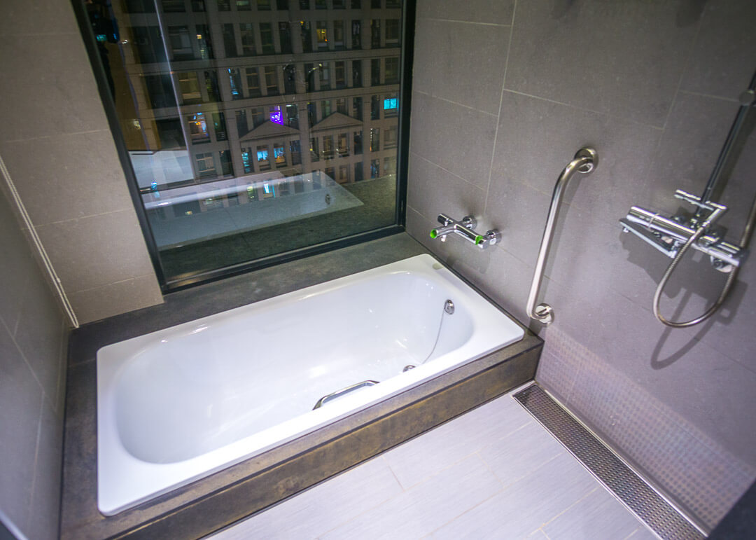 Aloft taipei zhongshan review - bathtub
